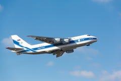 Moskau, Russland - 31. Oktober sowjetisches Transportflugzeug Antonow An124 Lizenzfreie Stockfotografie