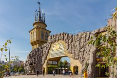 MOSKAU, RUSSLAND - 25. September 2017: Der Haupteingang zu Moskau-Zoo Lizenzfreies Stockbild