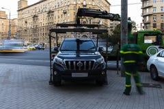 Moskau; Russland, September - erstes--Zwei tausend sechzehn Jahr; Funktion von Â-Schleppseil truckÂ, Autoevakuierung für parkende Lizenzfreies Stockbild