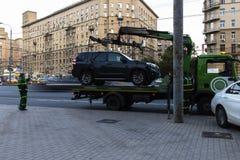 Moskau; Russland, September - erstes--Zwei tausend sechzehn Jahr; Funktion von Â-Schleppseil truckÂ, Autoevakuierung für parkende Stockfotografie