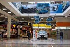 MOSKAU, RUSSLAND - 3. SEPTEMBER 2014: Innenraum von Sheremetyevo herein Stockbild