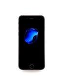 MOSKAU, RUSSLAND - 25. SEPTEMBER 2016: Neues schwarzes iPhone 7 ist ein sma Lizenzfreie Stockfotografie