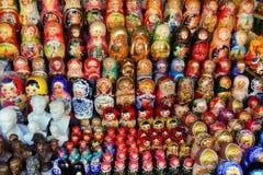 MOSKAU - 19. September 2017: Sehr große Auswahl von matryoshkas Lizenzfreies Stockfoto