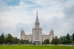 Moskau-staatliche Universität an den Spatzen-Hügeln in Moskau, Russland lizenzfreie stockbilder