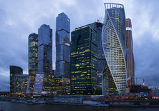 Moskau-Stadt der Abend von April Stockfotografie