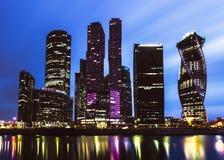 Moskau-Stadt in der Dämmerung Lizenzfreie Stockfotos