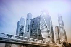 Moskau - Stadt Geschäftszentrumgebäude Doppelbelichtung Hintergrund für Geschäfts- und Finanzkonzept stockbilder