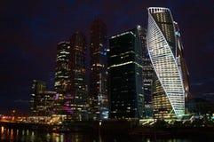 Moskau-Stadt (internationales Geschäftszentrum Moskaus) am Abend, Russland Lizenzfreies Stockbild
