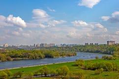 Moskau-Stadtbild mit Fluss Stockfotografie