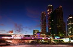 Moskau-Stadtwolkenkratzer nachts Lizenzfreies Stockfoto