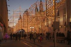 Moskau verzierte Tunnel für neues Jahr und Weihnachten Stockbilder