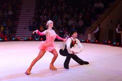 Moskau-Zirkus auf Eis auf Ausflug Leistung von Jongleuren Lizenzfreie Stockfotos