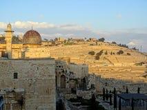 Moskee al-Aqsa met Onderstel van Olijven op de achtergrond bij zonsondergang stock afbeelding