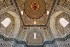 Moskee bibi-Khanym van de oude Zijdeweg in Samarkand, Uzbekist stock foto's