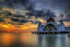 Moskee bij Zonsondergangmening Stock Afbeelding