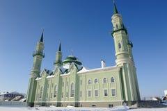 Moskee in de stad van Sterlitamak tegen de blauwe hemel Royalty-vrije Stock Foto's