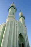 Moskee in de stad van Sterlitamak tegen de blauwe hemelclose-up Royalty-vrije Stock Afbeeldingen