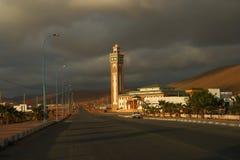 Moskee en bewolkte hemel royalty-vrije stock afbeelding