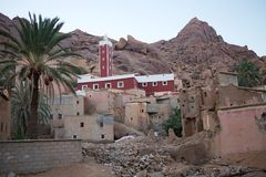 Moskee en dorp Stock Foto's