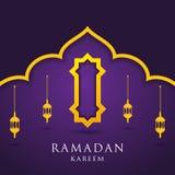 Moskee en lantaarns op purpere achtergrond Moslimgroetkaart Ramadan Kareem, Vrij Visitekaartjemalplaatje - Illustratie stock illustratie