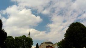 Moskee en wolken timelapse stock footage