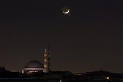 Moskee met maan Stock Afbeeldingen
