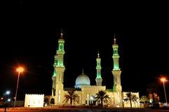 Moskee in nacht in Verenigde Arabische Emiraten Stock Foto