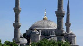 Moskee op duidelijke hemelochtend in Istanboel stock videobeelden