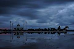 Moskee op een regenachtige dag Stock Foto's