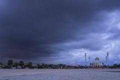 Moskee op een regenachtige dag Stock Fotografie