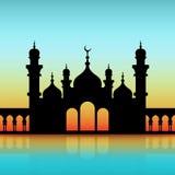 Moskee zwart silhouet op dageraadhemel vector illustratie