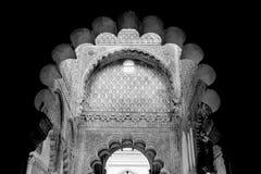 Moskeeboog, Binnenlands detail met mooie decoratie. Zwarte Royalty-vrije Stock Fotografie