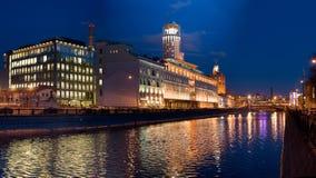 Moskou bij nacht stock afbeeldingen