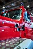 MOSKOU - BRENG 09, 2018 IN DE WAR: De brandvrachtwagen van magirus-Deutz 150D10 1966 bij Royalty-vrije Stock Fotografie
