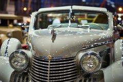 MOSKOU - BRENG 09, 2018 IN DE WAR: Cadillac Fleetwood Convertibele 1940 bij Stock Afbeelding