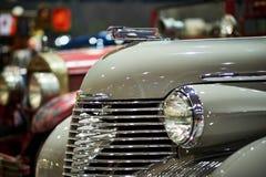 MOSKOU - BRENG 09, 2018 IN DE WAR: Cadillac Fleetwood Convertibele 1940 bij Stock Afbeeldingen