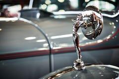MOSKOU - BRENG 09, 2018 IN DE WAR: Packard Acht 1934 bij tentoonstelling Oldtim stock afbeeldingen