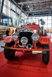 MOSKOU - BRENG 09, 2018 IN DE WAR: Vrachtwagen van de Seagrave de Model6wt 1927 brand bij e royalty-vrije stock afbeeldingen