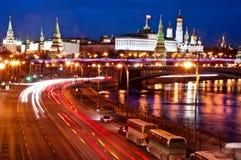 Moskou die, de mening van de nachtrivier bezienswaardigheden bezoeken Stock Afbeelding