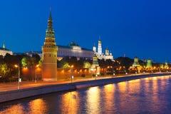 Moskou het Kremlin bij nacht royalty-vrije stock foto
