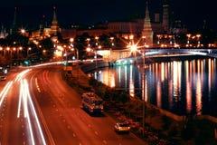 Moskou het Kremlin bij nacht Stock Foto's