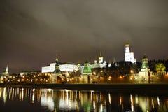 Moskou het Kremlin bij nacht Royalty-vrije Stock Foto's
