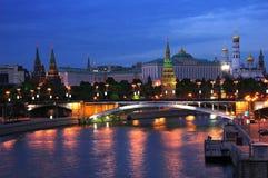 Moskou het Kremlin bij nacht Stock Afbeeldingen