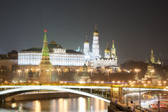 Moskou het Kremlin bij nacht Stock Afbeelding