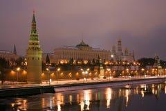 Moskou het Kremlin bij nacht. Rusland stock fotografie