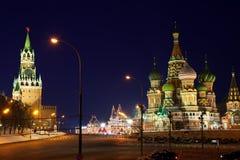 Moskou het Kremlin bij Rood Vierkant in nacht stock afbeelding