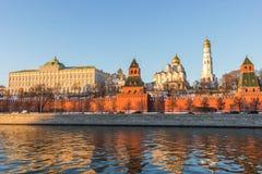 Moskou het Kremlin bij zonsondergang Stock Foto
