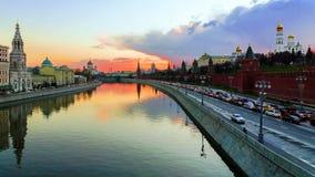 Moskou het Kremlin bij zonsondergang, Rusland royalty-vrije stock afbeelding