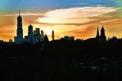 Moskou het Kremlin bij zonsondergang van Zaryadye-park wordt gezien dat stock fotografie