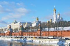 Moskou het Kremlin in de winter stock afbeeldingen